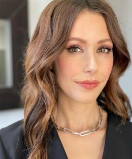 Amanda Crew Hair Color and Style